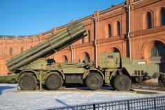 Αντιδραστικά συστήματα 9A52 ` Smerch ` volley-πυρκαγιάς πολεμικών οχημάτων Πετρούπολη Άγιος Στοκ φωτογραφίες με δικαίωμα ελεύθερης χρήσης