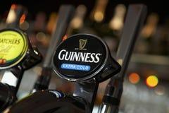 αντλία Guiness μπύρας ράβδων Στοκ Φωτογραφίες