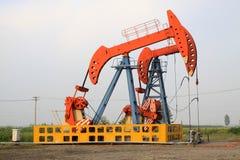 Αντλώντας μονάδα πετρελαίου στην εργασία Στοκ Εικόνες