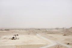 Αντλία πετρελαίου και απέραντη επάνθιση της πετρελαιοφόρου περιοχής του Μπαχρέιν Στοκ εικόνες με δικαίωμα ελεύθερης χρήσης
