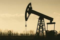 Αντλία Silhoutte πετρελαίου Στοκ εικόνα με δικαίωμα ελεύθερης χρήσης