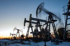 Αντλίες πετρελαιοπηγών Στοκ φωτογραφία με δικαίωμα ελεύθερης χρήσης