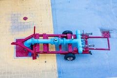Αντλώντας σωλήνες στο λιμένα Στοκ φωτογραφία με δικαίωμα ελεύθερης χρήσης