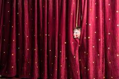 Ανυπόμονο μικρό παιδί στη σκηνή Στοκ φωτογραφία με δικαίωμα ελεύθερης χρήσης