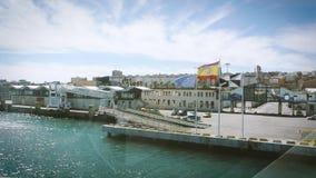 Ανυψωμένη άποψη σχετικά με τις σημαίες Ceuta Ισπανία της ΕΕ, ισπανικών και της Ceuta φιλμ μικρού μήκους