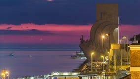 Ανυψωμένη άποψη του μνημείου DOS Descobrimentos Padrao στην ημέρα ανακαλύψεων στο διάσημο μνημείο νύχτας timelapse μέσα απόθεμα βίντεο