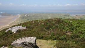 Ανυψωμένη κορυφή άποψης Rhossili κάτω από το βουνό το βρετανικό ΤΗΓΑΝΙ χερσονήσων Gower φιλμ μικρού μήκους
