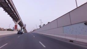 Ανυψωμένος σιδηρόδρομος του μονοτρόχιου σιδηροδρόμου Jumeirah φοινικών στο τεχνητό βίντεο μήκους σε πόδηα αποθεμάτων Jumeirah φοι απόθεμα βίντεο