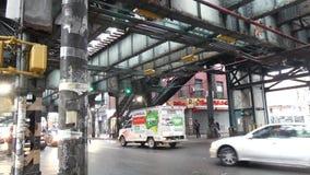 Ανυψωμένος σταθμός μετρό στην πόλη της Νέας Υόρκης απόθεμα βίντεο