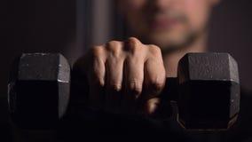 Ανυψωτικός αλτήρας ατόμων προς τη κάμερα Στοκ Εικόνα