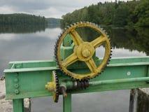 Ανυψωτικός μηχανισμός εμποδίων νερού στοκ εικόνα