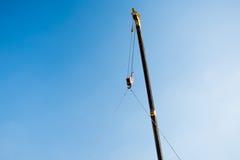Ανυψωτικός φραγμός τσιμέντου γερανών Στοκ φωτογραφία με δικαίωμα ελεύθερης χρήσης