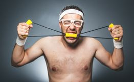 Ανόητος τύπος που κάνει τη αερόμπικ Στοκ φωτογραφίες με δικαίωμα ελεύθερης χρήσης