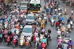 Ανόι, Βιετνάμ - 11 Οκτωβρίου 2016: Εναέρια άποψη της κυκλοφορίας στην οδό Λα Dai στη ώρα κυκλοφοριακής αιχμής Στοκ φωτογραφία με δικαίωμα ελεύθερης χρήσης