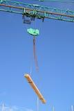 ανύψωση γερανών Στοκ φωτογραφία με δικαίωμα ελεύθερης χρήσης