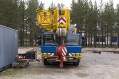 ανύψωση γερανών Στοκ εικόνες με δικαίωμα ελεύθερης χρήσης
