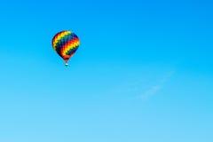 Ανύψωση μπαλονιών ζεστού αέρα Στοκ φωτογραφία με δικαίωμα ελεύθερης χρήσης
