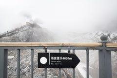 Ανύψωση της πορείας στο βουνό δράκων νεφριτών, Lijiang Κίνα Στοκ Εικόνα