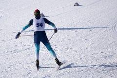 Ανώμαλη να κάνει σκι αθλητική διαδρομή χιονιού ουρανού σκιέρ στοκ φωτογραφίες με δικαίωμα ελεύθερης χρήσης