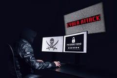 Ανώνυμη χάραξη με μια επίθεση cyber και να πάρει τον κωδικό πρόσβασης ο στοκ εικόνα με δικαίωμα ελεύθερης χρήσης