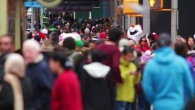 Ανώνυμο πλήθος στη Times Square κίνηση αργή φιλμ μικρού μήκους