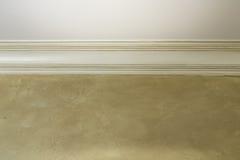 Ανώτατο όριο με τη διακοσμητική σχηματοποίηση και τον εκλεκτής ποιότητας τοίχο Στοκ Εικόνα
