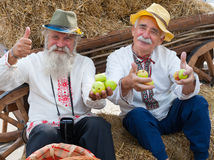 Ανώτερα άτομα που γιορτάζουν την ημέρα γιορτής της Apple Στοκ εικόνα με δικαίωμα ελεύθερης χρήσης