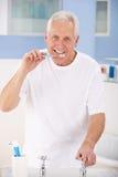 Ανώτερα δόντια βουρτσίσματος ατόμων στοκ εικόνα με δικαίωμα ελεύθερης χρήσης
