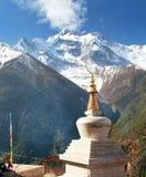 Ανώτερα Pisang, άποψη του stupa και Annapurna 2 ΙΙ Στοκ εικόνα με δικαίωμα ελεύθερης χρήσης
