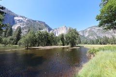 Ανώτερες πτώσεις Yosemite στο εθνικό πάρκο Yosemite Στοκ Φωτογραφίες