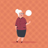 Ανώτερη γυναίκα με συνομιλίας φυσαλίδων τη σύγχρονη κυρία μήκους γιαγιάδων πλήρη Ελεύθερη απεικόνιση δικαιώματος