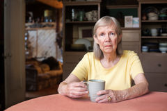 Ανώτερη γυναίκα με την καταθλιπτική έκφραση Στοκ Εικόνα
