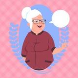Ανώτερη γυναίκα με τη σύγχρονη κυρία εικονιδίων γιαγιάδων φυσαλίδων συνομιλίας Απεικόνιση αποθεμάτων