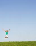Ανώτερη γυναίκα που πηδά στον αέρα Στοκ εικόνα με δικαίωμα ελεύθερης χρήσης