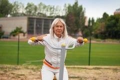 Ανώτερη γυναίκα σε sportwear Στοκ εικόνες με δικαίωμα ελεύθερης χρήσης