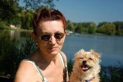 ανώτερη γυναίκα σκυλιών Στοκ Φωτογραφίες