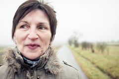 Ανώτερη γυναίκα υπαίθρια Στοκ Εικόνες