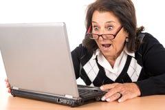 ανώτερη γυναίκα lap-top στοκ φωτογραφία