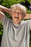 Ανώτερη κυρία με μια αίσθηση χιούμορ Στοκ φωτογραφίες με δικαίωμα ελεύθερης χρήσης
