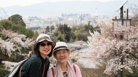 Ανώτερη μητέρα και ενήλικη κόρη στοκ φωτογραφίες