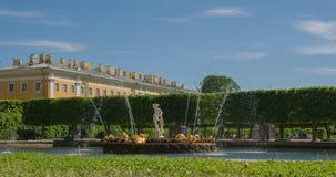 Ανώτερη πηγή Perterhof πάρκων Άγιος-Πετρούπολη Ρωσία φιλμ μικρού μήκους