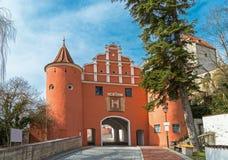 Ανώτερη πύλη, μεσαιωνική πύλη πόλεων σε Neuburg Στοκ Φωτογραφία