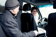 Ανώτερη συνεδρίαση ατόμων στο φορτηγό Paratransit Στοκ Εικόνες