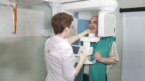 Ανώτερη υπομονετική εξέταση των δοντιών με τη χρησιμοποίηση του πανοραμικού και cephalometric ανιχνευτή ακτίνας X φιλμ μικρού μήκους