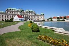 Ανώτεροι παλάτι και κήπος πανοραμικών πυργίσκων στη Βιέννη Στοκ Εικόνα