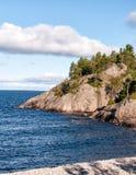 Ανώτεροι παραλία και απότομοι βράχοι λιμνών Στοκ φωτογραφία με δικαίωμα ελεύθερης χρήσης