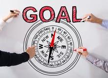 Ανώτεροι υπάλληλοι που επισύρουν την προσοχή την έννοια στόχου σε Whiteboard Στοκ Φωτογραφίες