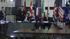 Ανώτεροι υπάλληλοι που προετοιμάζονται για τη διεθνή σύνοδο κορυφής φιλμ μικρού μήκους