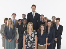 Ανώτεροι υπάλληλοι Multiethnic με τη στάση επιχειρηματιών πιό ψηλή Στοκ φωτογραφίες με δικαίωμα ελεύθερης χρήσης