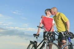 Ανώτερος άνδρας και ένα ηλιοβασίλεμα γυναικών Στοκ φωτογραφίες με δικαίωμα ελεύθερης χρήσης